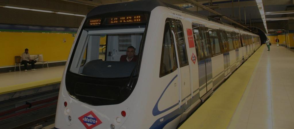 Publicidad futurista en el Metro de Madrid