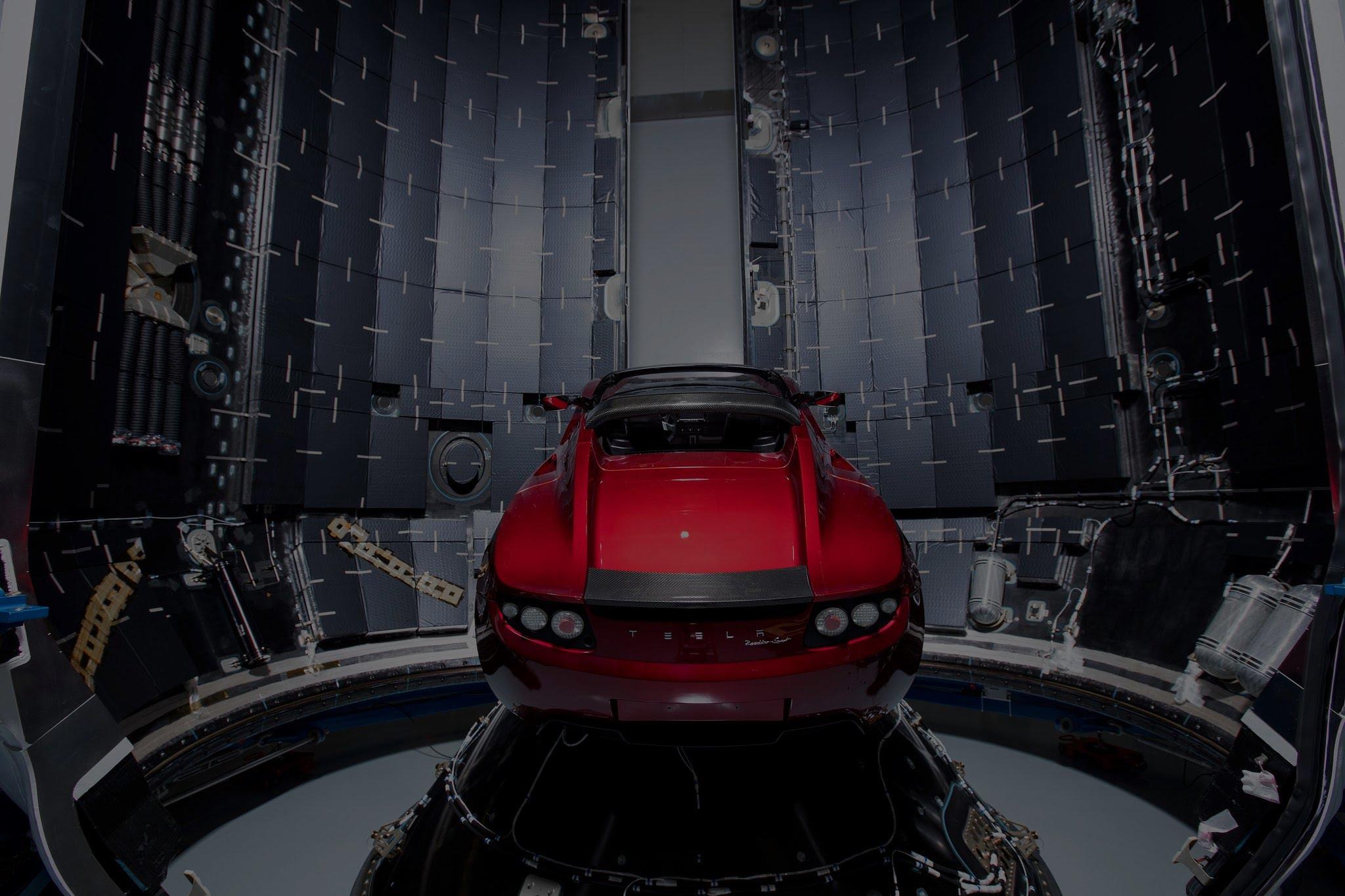 ¡Atención! ¡Hay un Tesla recorriendo el espacio!